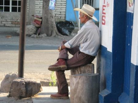 Autlan - man in El Mentidero